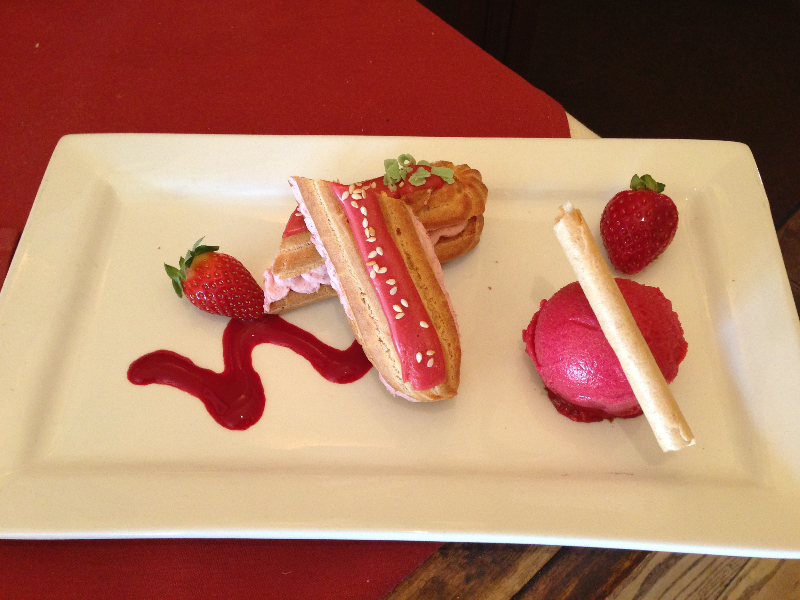 plated-strawberry-eclair
